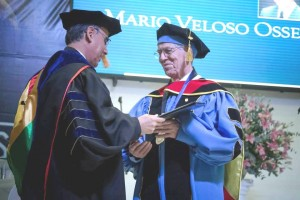 Dr. Mario Veloso, recibió Honoris Causa.