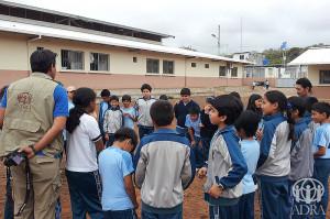 Alumnos del Colegio Adventista Loma Linda en Ecuador involucrados en el proyecto de ADRA de ese país.