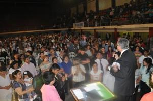 Cientos de personas acudieron a la invitación de Nuevo Tiempo, en Tucumán.
