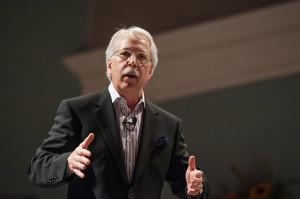 Gary Hamel hablando a los dirigentes de la Iglesia Adventista, el viernes 11 de octubre. Foto: Ansel Oliver.