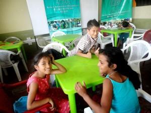 Niños y niñas del Centro de Refuerzo Escolar en el municipio de Santo Domingo de los Tsáchilas