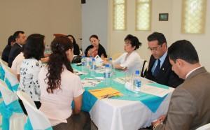 Personal responsable del  Servicio Voluntario Adventista en Ecuador en reunión administrativa.