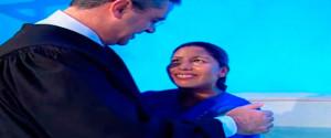 Testiminios fueron resultado de La Última Esperanza. El la foto el pastor Erton Kohler, líder sudamerican para la Iglesia Adventista bautiza a Rosmery.