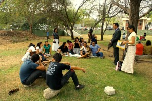 Iglesias de Guayaquil, en Parque de Lago realizan el estudio de la Biblia.