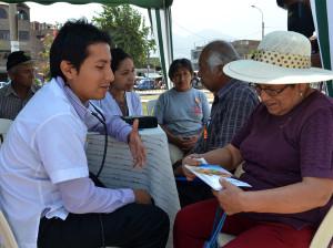 Carpas de Oración brindan ayuda médica y espiritual
