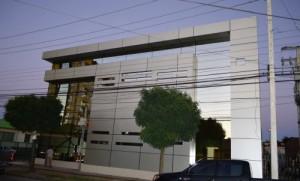 Fachada de la Clínica Adventista Los Ángeles, donde fue dedicada la primera etapa de la institución.
