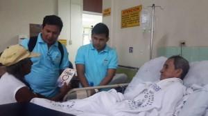 """El libro """"La Única Esperanza"""" fue entregado a los familiares de los pacientes."""