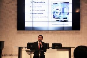 Pastor Everon Donato presenta estrategia que será utilizada este año para los proyetos evangelísticos que ocurrirán en abril.