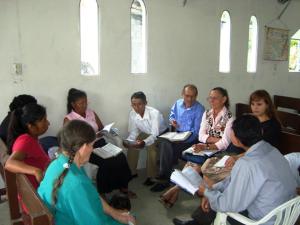 Miembros del Grupo Pequeño de Tayuza reunidos en la Iglesia.