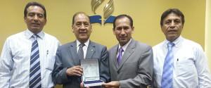 Pr. Abilio Orihuela recibe homenaje por sus 33 años de servicio en la IASD.
