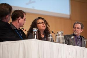 El panel presentó experiencias de vida relacionadas al tema – Créditos: Ansel Oliver