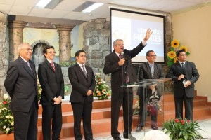 Pr. Samuel Sandoval, presidente de la Misión Ecuatoriana del Sur agradece al equipo de predicadores de Nuevo Tiempo.