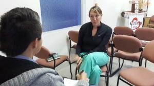 Stacy que a sus 31 años espera graduarse de medico destaca la importancia de servir a  quienes lo necesitan