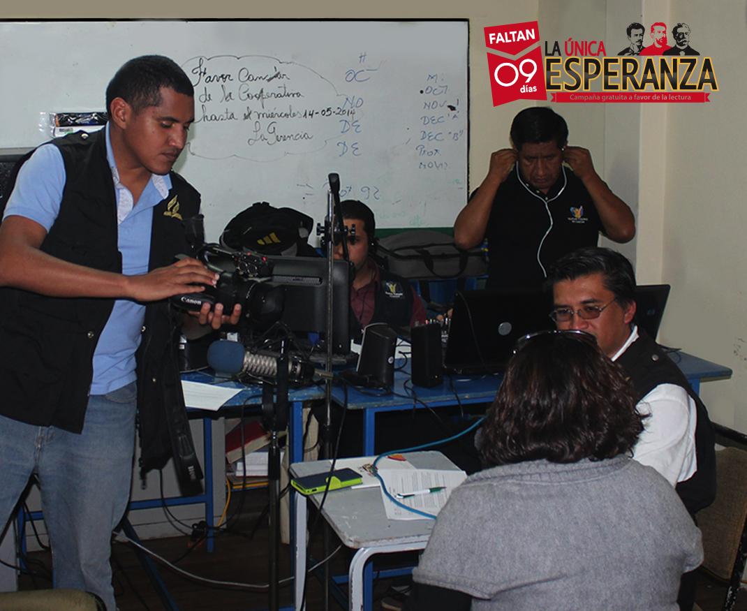 """Equipo NTE, en el programa radial """"La Única Esperanza"""", desde el Colegio Adventista Ambato"""