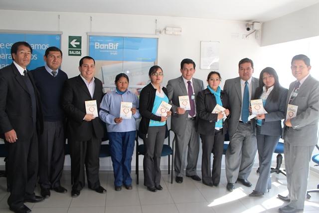 """Libro misionero """"La única esperanza"""" llegó a funcionarios de BanBif, Real Plaza y Grupo Sura."""