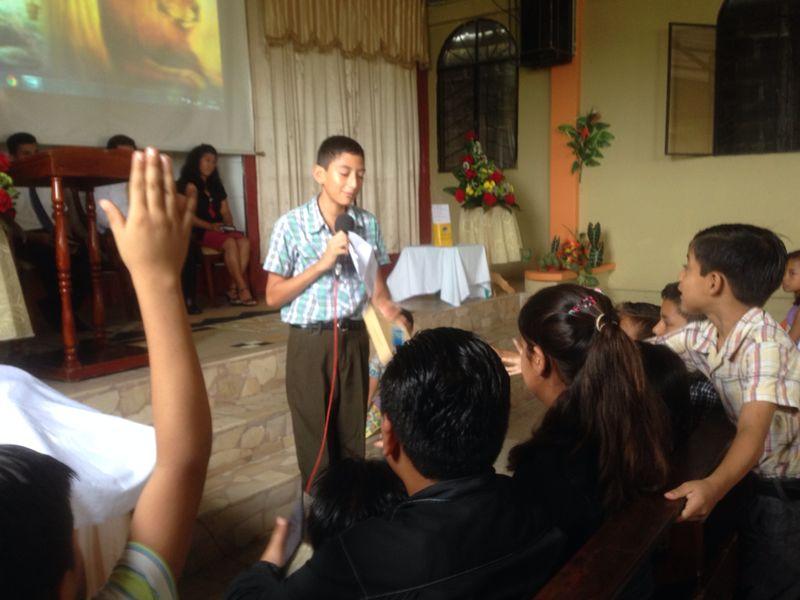 Los niños y adolescentes, se preparan para llevar el mensaje de salvación a los amigos de esperanza que llegarán a la iglesia en Junio