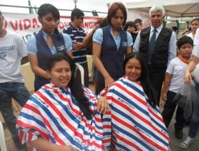 Donación de cabello destinados a la Sociedad de Lucha contra el Cancer en Ecuador.