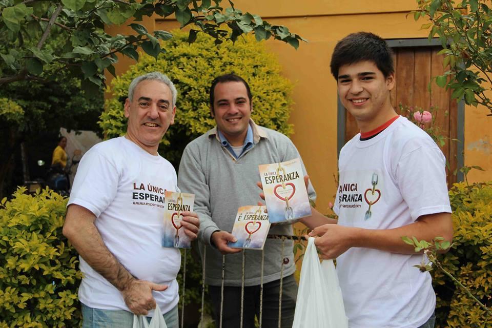 Jóvenes y adultos se unieron para participar de Impacto Esperanza en Paraguay.