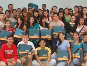 Docentes y estudiantes de Nutrición que participaron de la capacitación en el ITSAE