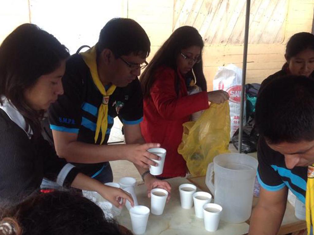 Impacto Esperanza lleva desayuno y ropa a más de 350 familias en Asentamiento Humano