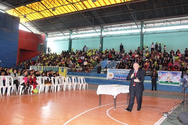 Pr. Bruno Raso acompañó  en el programa de cierre de la distribución de más de 600 mil libros.