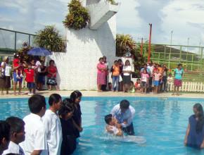 Nilver Vásquez decidió ser bautizado en la Iglesia luego de que su salud se restableció mediante la oración intercesora.