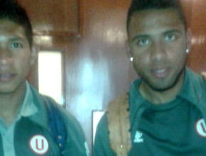 Futbolistas del vigente campeón de fútbol en Perú reciben La Única Esperanza