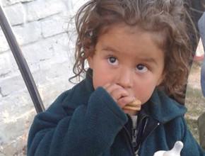 Noventa niños reciben ayuda humanitaria y espiritual en la provincia de Libertador, San Martín, Argentina.