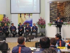 Pastor Luís Gonçalves, capacitando a los líderes de la Misión Sur Oriental del Perú.