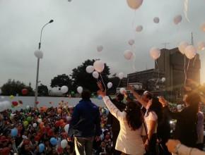 Como parte de la programación miles de personas dejaron ir los globos que portaron en apoyo a la paz y al amor. (Crédito de foto: Ministerio de la Mujer del Gobierno del Perú)