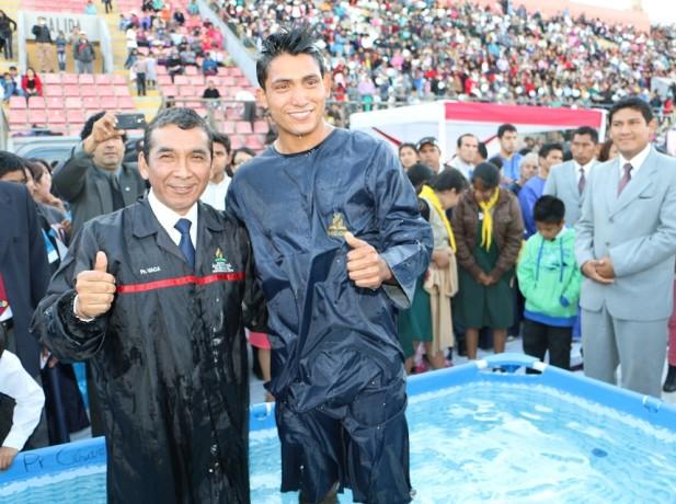 Arquero de fútbol en Perú fue dado por muerto, pero Dios tenía un plan