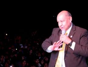 Pr. Alejandro Bullón fue el  encargado de presentar mensaje central.