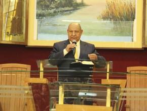 """Pastor Alejandro Bullón impartió mensaje central en """"La única esperanza"""" para cientos de personas."""