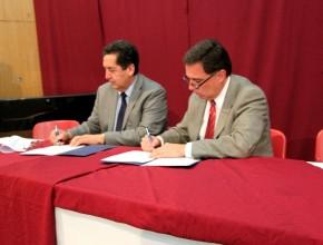 Firma de un convenio de cooperación entre ambas instituciones.