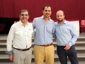 De derecha a izquierda: Ricardo A. Nitti Y Pablo E. Muñiz, representantes de la Empresa TOMS Shoes Argentina, junto al Mg. Roberto Giaccarini.