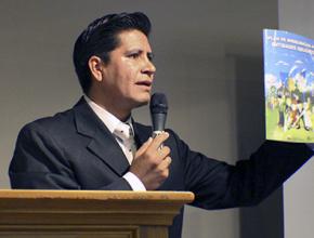 Giovanni Sánchez, Gerente de Operaciones de ADRA Ecuador. presentó los nuevos materiales.