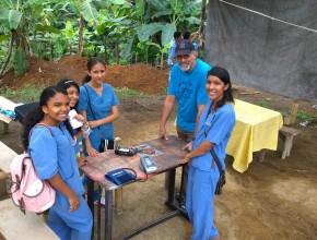 Voluntarios profesionales en las diferentes áreas de salud, participaron de este obra comunitaria