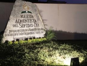 Roca de ocho mil kilos representa a Cristo como la base de la iglesia. [Foto: Yásmik Pari]