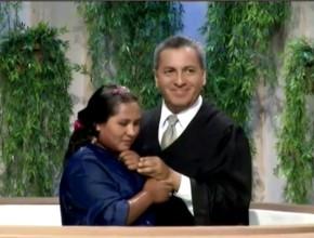 Joven boliviana se bautizó en la tecera noche de Viva con Esperanza. Programa trasmitido por la Red Nuevo Tiempo.