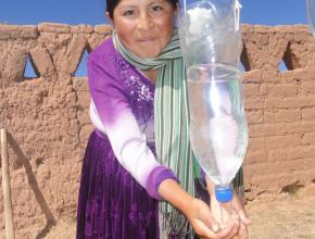 Práctica de lavado de manos, un de los proyectos de Adra en Bolivia