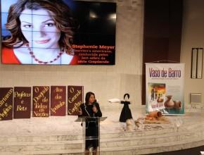 Charla y lazamiento del libro fueron presentados, en vivo, por Internet.