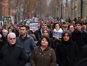 Miles de personas salieron a las calles de París en marcha contra el terrorismo . (Foto : Pierre- Selim )