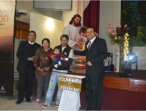 Padres del bebé Robbinson rindieron gratitud a Dios.