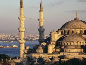Somente em Istambul, calcula-se que vivam mais de 13 milhões de pessoas.