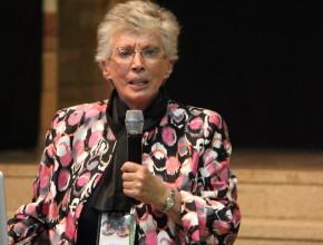 Bárbara Taylor motivando a los predicadores en los seminarios