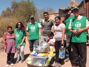 Voluntarios de ADRA Chile llevando ayuda a los damnificados por el aluvión.