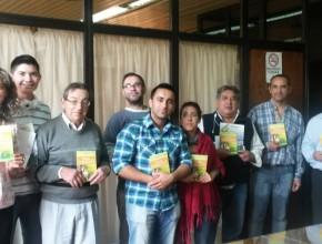 """Reporteros reciben el Libro """"Viva con Esperanza"""""""