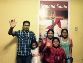 Luego de convertir su casa en centro de predicación, la familia Cunurana Mamani entregará su vida a Dios.
