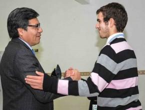 Mauro Vassella sacó dos becas y fue premiado con un Ipad