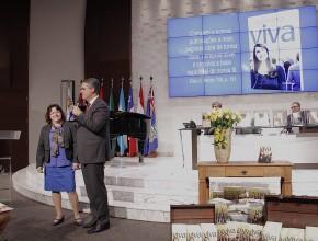 Diane é membro adventista em Brasília e tem feito a diferença com seu envolvimento pessoal na distribuição dos livros.